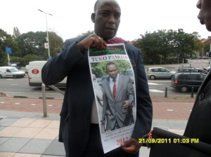 African Press International: Kenyan supporting their people at the ICC