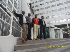 African Press International photo: Kenyans giving support to Uhuru, Muthaura, Ali, at ICC for Day 2 hearings