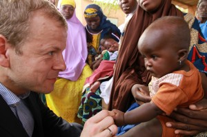 www.africanpress.me/ Norwegian government minister Heikki Holmås and Urweda Abassane in Niger
